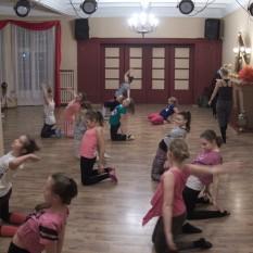 https://mok.leknica.pl/wp-content/uploads/2016/02/Sekcja-tańca-współczesnego-6.jpg